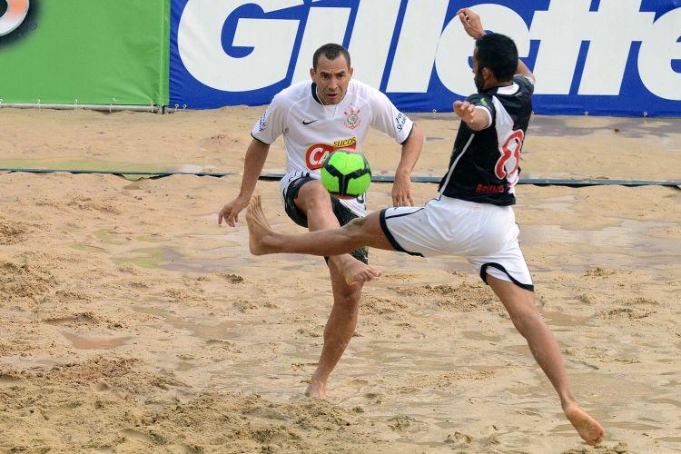 Buru tenta jogada na derrota por 5 a 2 do Corinthians contra o Vasco, nas quartas do Mundialito