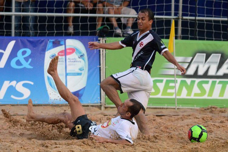 Em casa, o Corinthians perdeu para o Vasco, que pega o Fla na semifinal