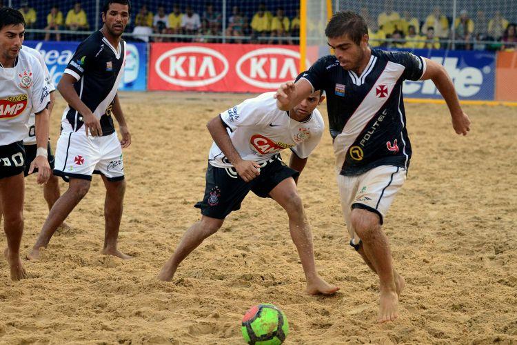 O Vasco chegou a abrir 3 a 0 e não teve dificuldades contra o Corinthians
