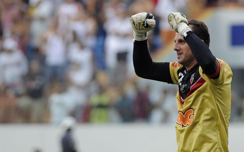 Rogério Ceni anotou o segundo do São Paulo e chegou à marca dos cem gols na carreira