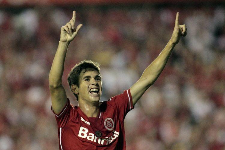 Oscar comemora gol contra o Jorge Wilstermann na fase de grupos do torneio continental