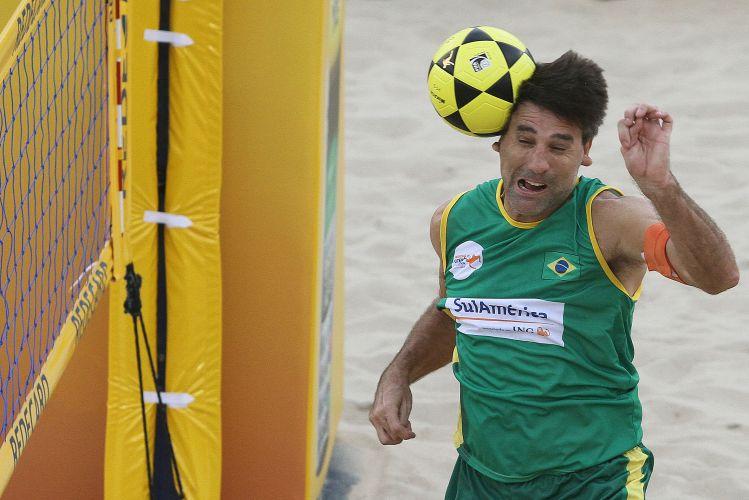 O Brasil 1, de Renato Gaúcho, terminou a primeira fase do Mundial de Futevôlei 4x4 invicto e avançou para a semifinal deste sábado