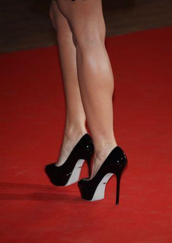 As pernas curtas e bem torneadas também atraem os fãs da cantora