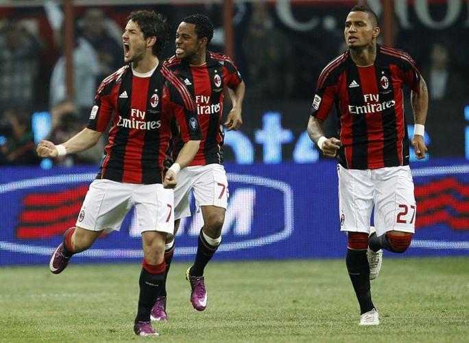 Pato, Robinho e Boateng comemoram gol do Milan logo a 1min do primeiro tempo contra a Inter