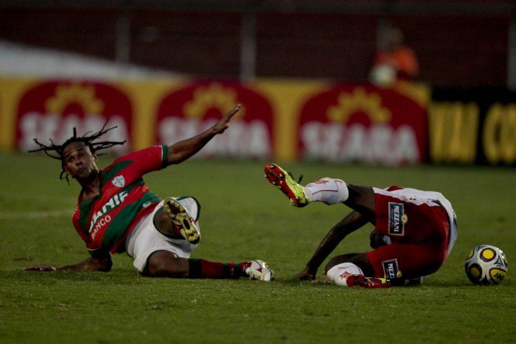 A Portuguesa não resistiu ao ameaçado Noroeste e mesmo atuando em casa, no Canindé, perdeu por 2 a 0 neste sábado, na abertura da 17ª rodada do Paulista