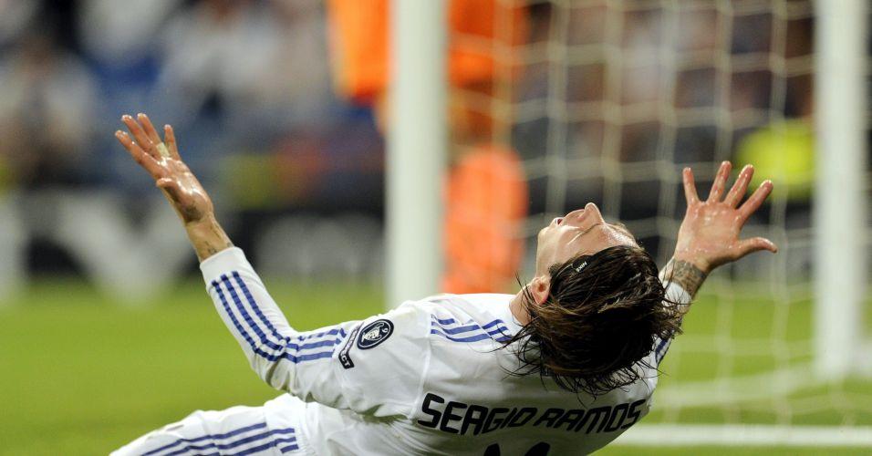Sergio Ramos lamenta após desperdiçar oportunidade de gol para o Real Madrid na partida contra o Tottenham no Santiago Bernabéu
