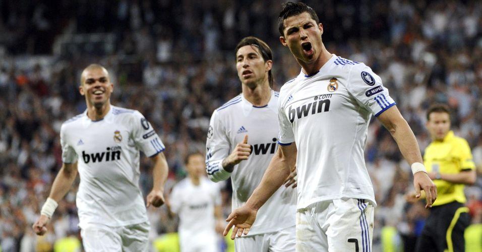 Cristiano Ronaldo comemora depois de marcar o quarto gol do Real Madrid na goleada por 4 a 0 sobre o Tottenham no Santiago Bernabéu