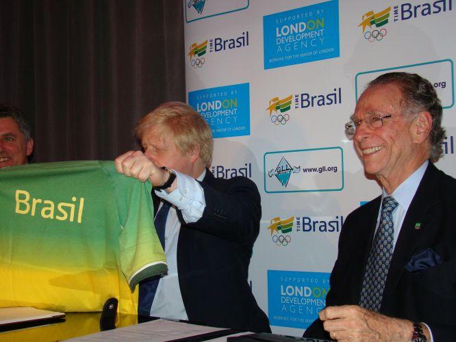 O presidente do Comitê Olímpico Brasileiro (COB), Carlos Arthur Nuzman, assinou nesta terça-feira o contrato que permite ao Time Brasil utilizar a estrutura do Centro Esportivo Crystal Palace durante os Jogos de Londres-2012