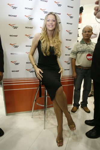 Nascida no interior deo Rio Grande do Sul, esta bela loira ficou famosa ao vencer o concurso de Miss Brasil em 1999