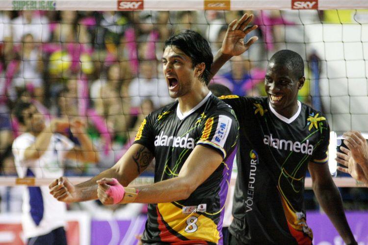 Vissotto comemora ponto do Vôlei Futuro na vitória sobre o Sada Cruzeiro 17f0472ad16a8