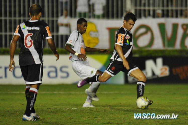 Vasco perdeu muitas chances de gol durante a partida, mas venceu a rebaixada Cabofriense na Taça Rio por 2 a 1