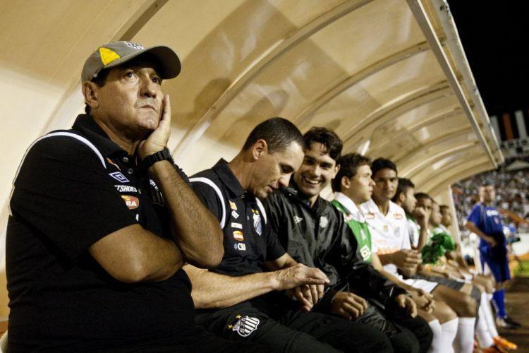 Em sua estreia no comando do Santos, Muricy Ramalho teve muito trabalho. O técnico viu sua equipe suar muito e quase ser derrotada pelo Americana, pelo Campeonato Paulista, mas acabou saindo com um 0 a 0.