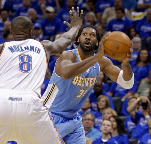 Nenê foi o melhor dos Nuggets contra o Oklahoma City Thunder, mas não conseguiu evitar a derrota de seu time por 107 a 103, fora de casa