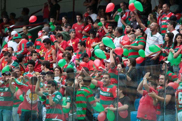 Torcida da Portuguesa se anima para o duelo contra o são Paulo, em jogo válido pelas quartas de final do Paulistão 2011. Time tricolor venceu por 2 a 0 e se classificou