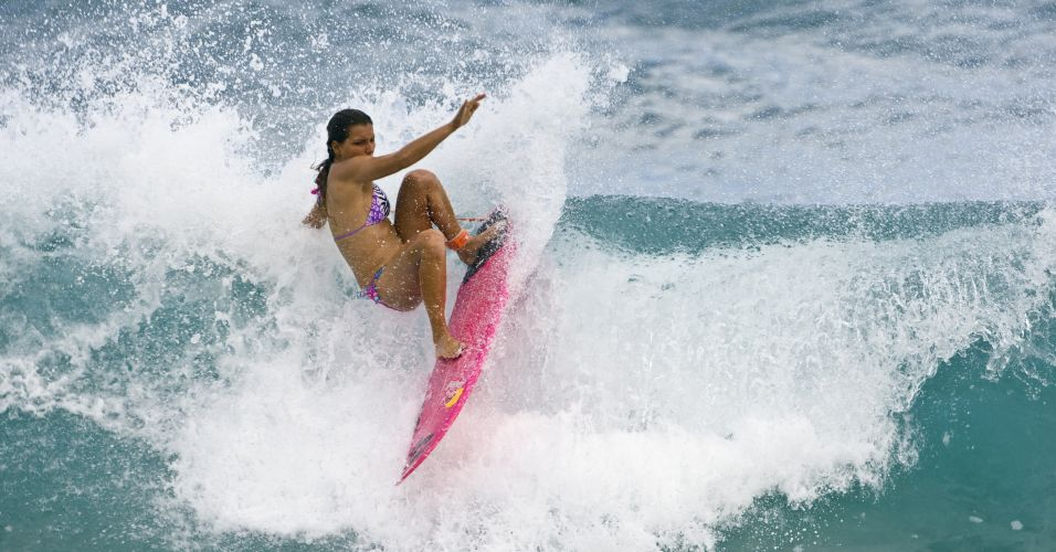 Maya em ação novamente. A musa desta semana afirma que adora praia e o mar