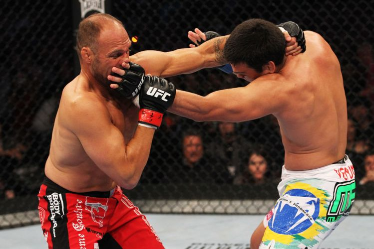 Randy Couture e Lyoto Machida fizeram uma das lutas mais empolgantes do UFC 129