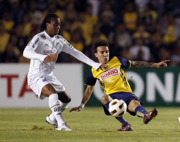 Arouca é marcado por Sanchez no duelo entre América-MEX e Santos