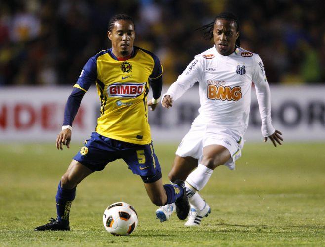 Rosinei é marcado por Arouca no duelo entre América-MEX e Santos