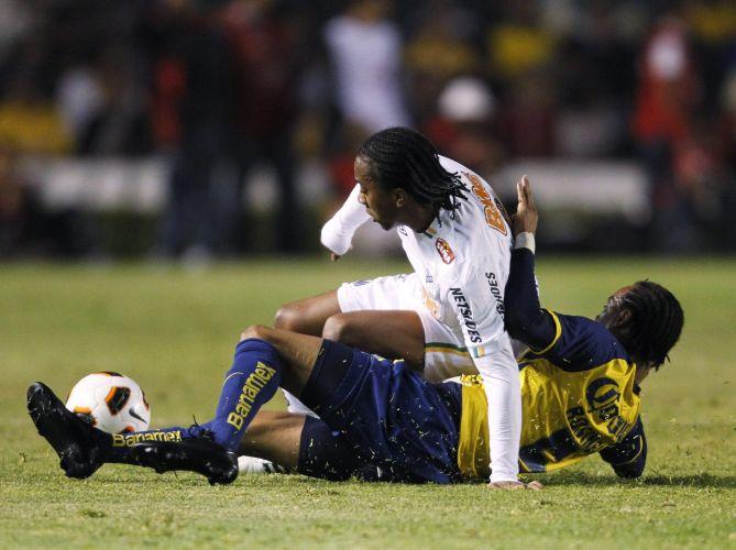 Arouca é marcado por Rosinei no duelo entre América-MEX e Santos