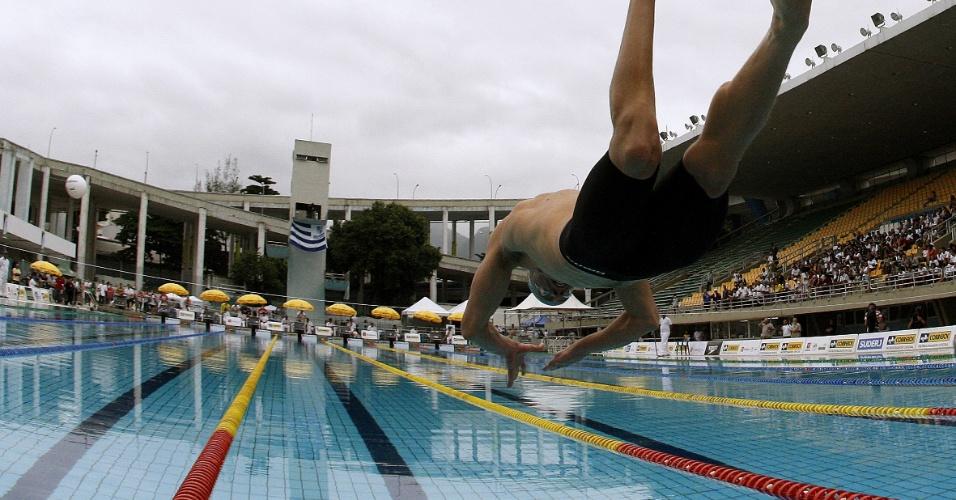 O brasileiro César Cielo passou com tranquilidade para a final dos 50m livre no Troféu Maria Lenk, dessa vez com o segundo melhor tempo