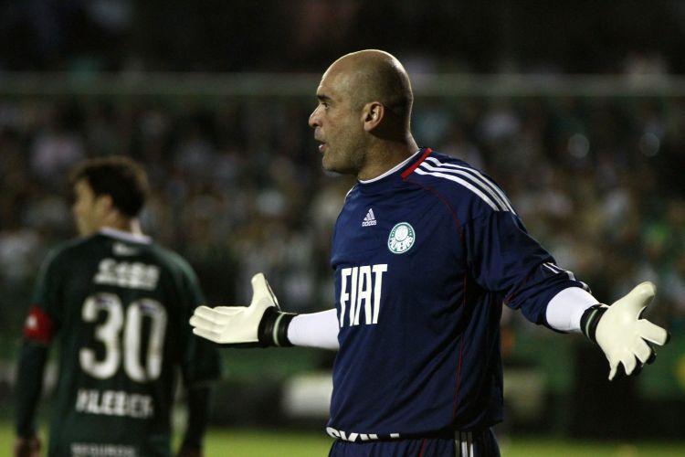 Marcos esbraveja com a defesa do Palmeiras; goleiro detonou companheiros após derrota por 6 a 0 para o Coritiba