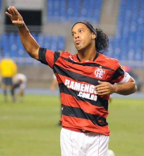 Ronaldinho Gaúcho lamenta chance perdida na partida entre Flamengo e Ceará