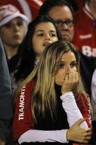 Torcedora colorada não se conforma com eliminação do Inter na Libertadores