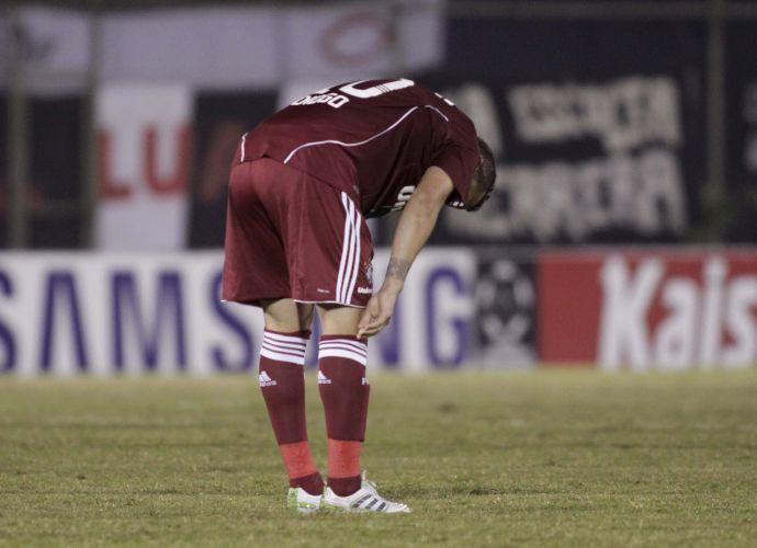 Diego chora após eliminação do Fluminense na Libertadores