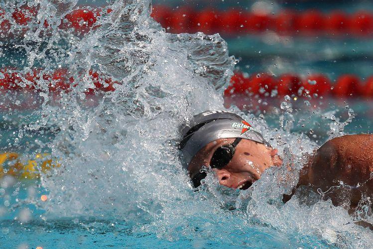 Cesar Cielo deu a impressão de que venceria com facilidade a semifinal dos 100m livres no Troféu Maria Lenk. No entanto, nadador preferiu se poupar; Bruno Fratus venceu a disputa
