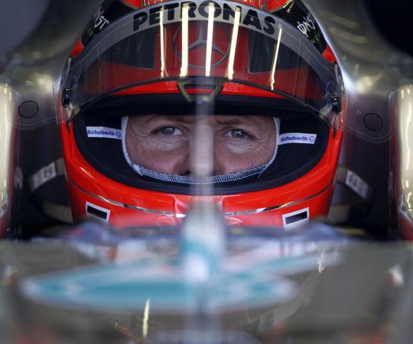 Michael Schumacher se prepara para entrar na pista e tentar uma volta rápida no treino de classificação do GP da Turquia. Após dar trabalho a Vettel no treino livre deste sábado, alemão largará em oitavo