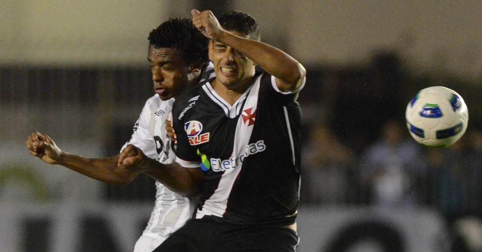 Diego Souza faz cara de dor após