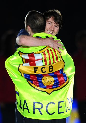 A comemoração dos jogadores do Barcelona terminou no Camp Nou, onde Messi e Iniesta mostraram a sintonia do grupo catalão