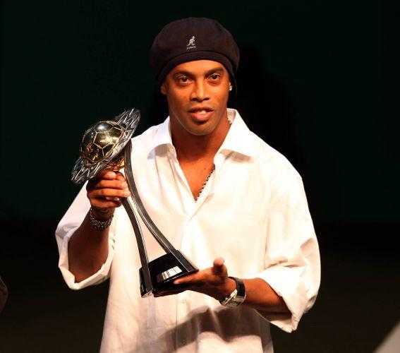 Maior astro do campeão Flamengo, Ronaldinho Gaúcho não ficou de fora dos melhores e levou o prêmio como primeiro atacante. O outro vencedor na posição foi Fred, do Fluminense, mas ele não compareceu à cerimônia