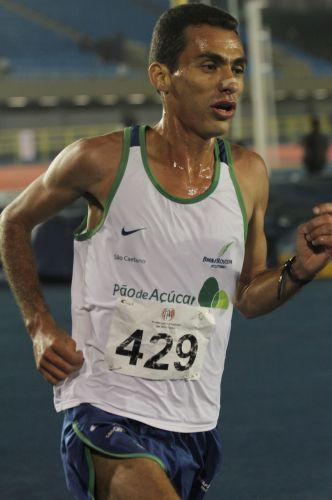 Marílson Gomes dos Santos venceu os 10.000m rasos durante evento teste na reabertura da pista do Ibirapuera e obteve índice para o Pan