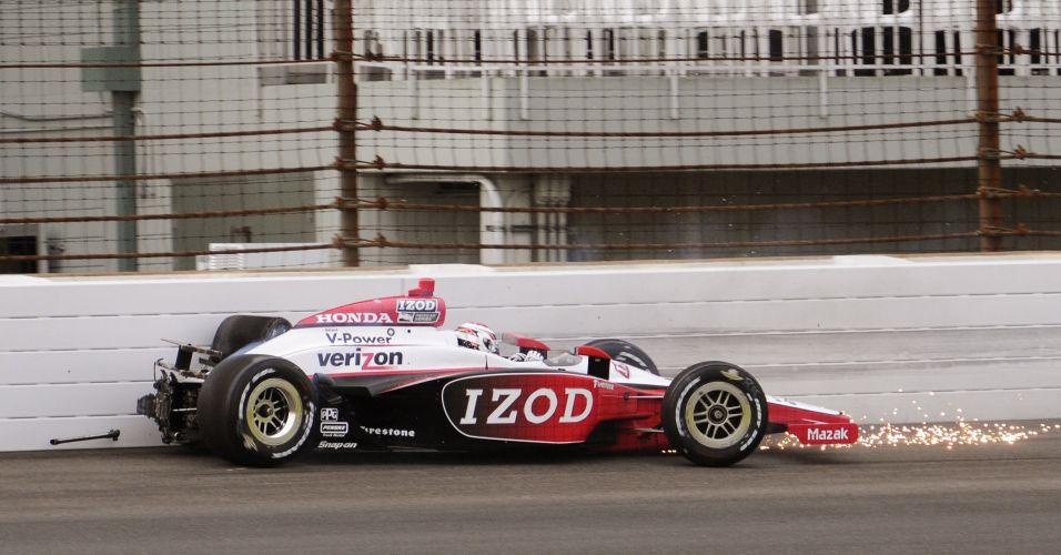 Ryan Briscoe, piloto australiano da Penske, bate o carro na segunda volta do treino qualificatório
