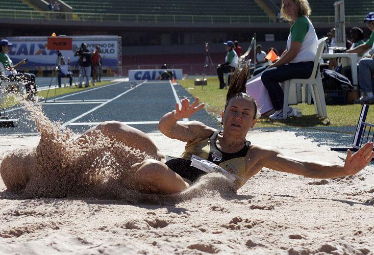 Brasileira já havia conquistado a medalha de prata na etapa de Doha da Liga de Diamante e neste domingo fez sua melhor marca da temporada no salto em distância. Os 6m89 comprovam a boa condição física de Maurren Maggi depois de quase um ano sem competir por conta de uma cirurgia no joelho. A marca, contudo, é a segunda melhor do ano, atrás da bielorrussa Veronika Shutkova, com 6m95
