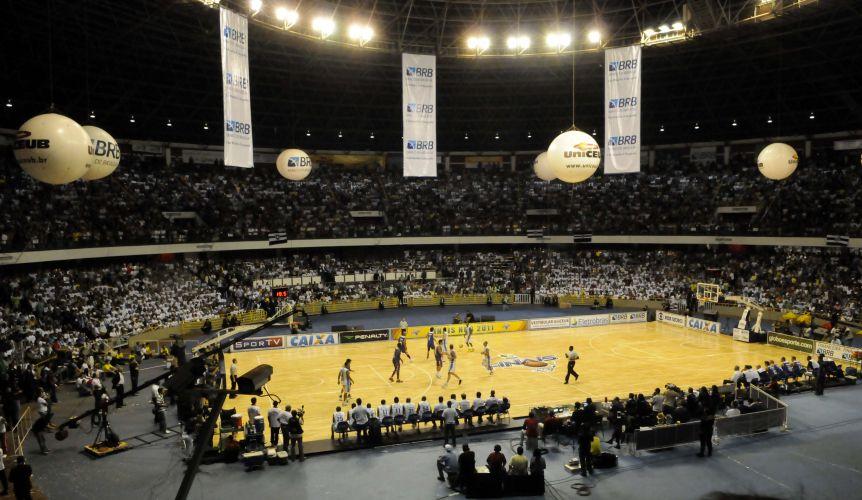 Torcida de Brasília lota o ginásio Nilson Nelson para a partida contra o Franca