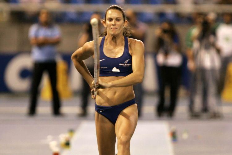 Fabiana Murer saltou 4,65 m e fez a melhor marca do ano no mundo.