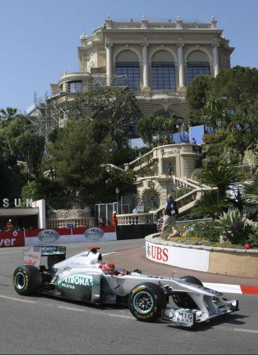 O experiente Michael Schumacher participa da sessão de treinos livres em Mônaco; alemão teve desempenho discreto nos testes