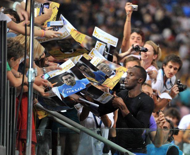 Para finalizar, um bom ídolo como Bolt não pode deixar os fãs sem autógrafos, fechando com chave de ouro a volta às pistas com vitória na etapa italiana da Liga de Diamante