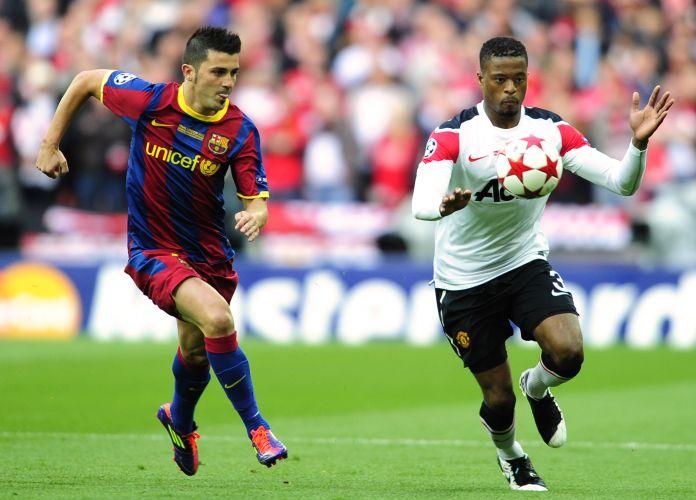 David Villa e Evra disputam a bola na decisão da Liga dos Campeões