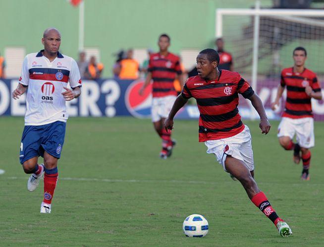 Atacante Souza, agora no Bahia, enfrenta a sua ex-equipe, o Flamengo, de Renato Abreu