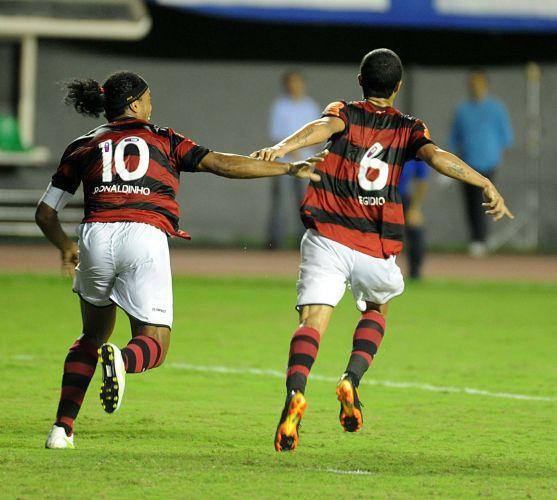 Ronaldinho foi destaque na comemoração dos três gols do Flamengo, inclusive no terceiro, de Egídio