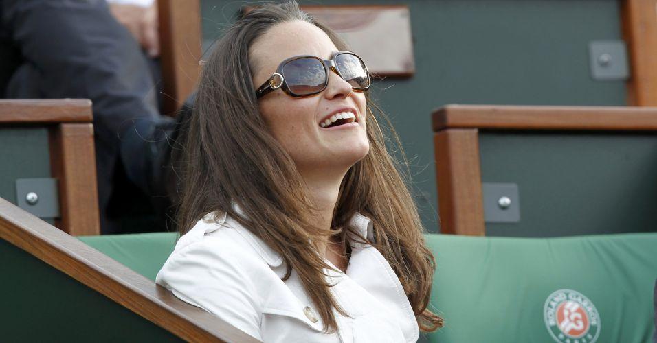 Pippa Middleton, irmã da duquesa britânica Catherine Middleton, acompanha a vitória de Maria Sharapova sobre a polonesa Agnieszka Radwanska