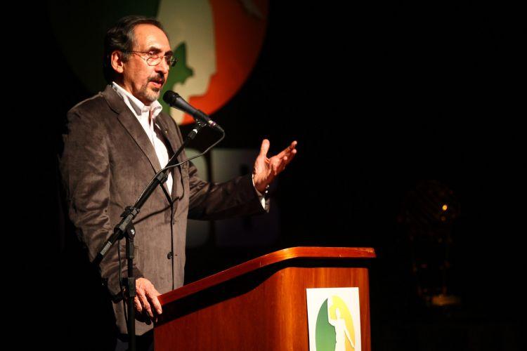 Presidente da LNB, Kouros Monadjemi, discursa durante festa de encerramento da temporada do NBB3