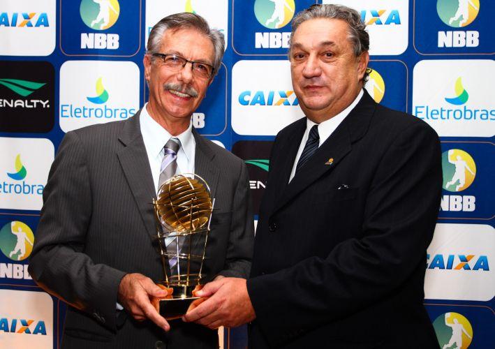 Técnico Hélio Rubens, do Franca, foi escolhido o melhor treinador do NBB3