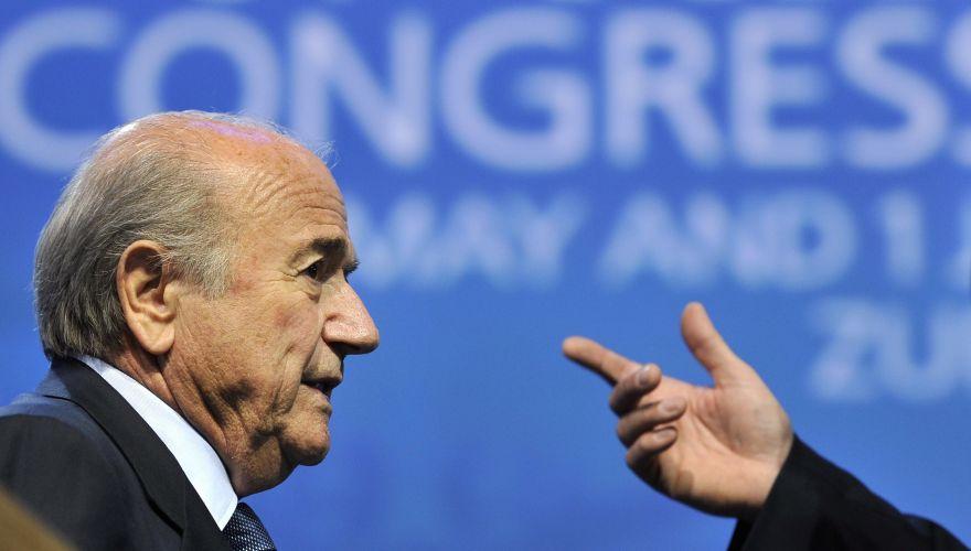 Candidato único, Joseph Blatter assegurou um mandato de mais quatro anos como presidente da Fifa. No entanto, suíço enfrenta uma série de escândalos de corrupção e suborno envolvendo a entidade. Apesar dos problemas, Blatter se definiu como