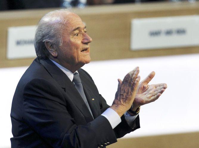 Com 186 votos, Joseph Blatter foi reeleito presidente da Fifa. Dirigente suíço, que ao fim de seu quarto mandato completará 17 anos no poder, reafirmou compromisso de combater a corrupção - problema que marcou a entidade nas últimas semanas, com diversas suspeitas de suborno e compra de votos