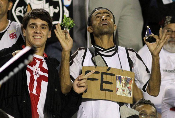 Torcedores do Vasco se preparam para a primeira partida da final contra o Coritiba, pela Copa do Brasil