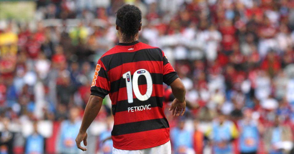Todas as camisas dos jogadores do Flamengo levavam o nome de Petkovic